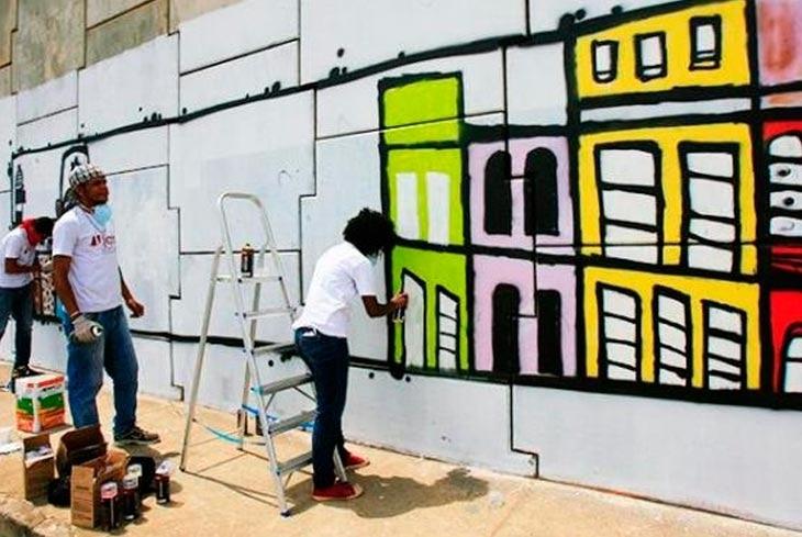Jovens do projeto Arte Graffiti dão banho de arte em viaduto da BA-526