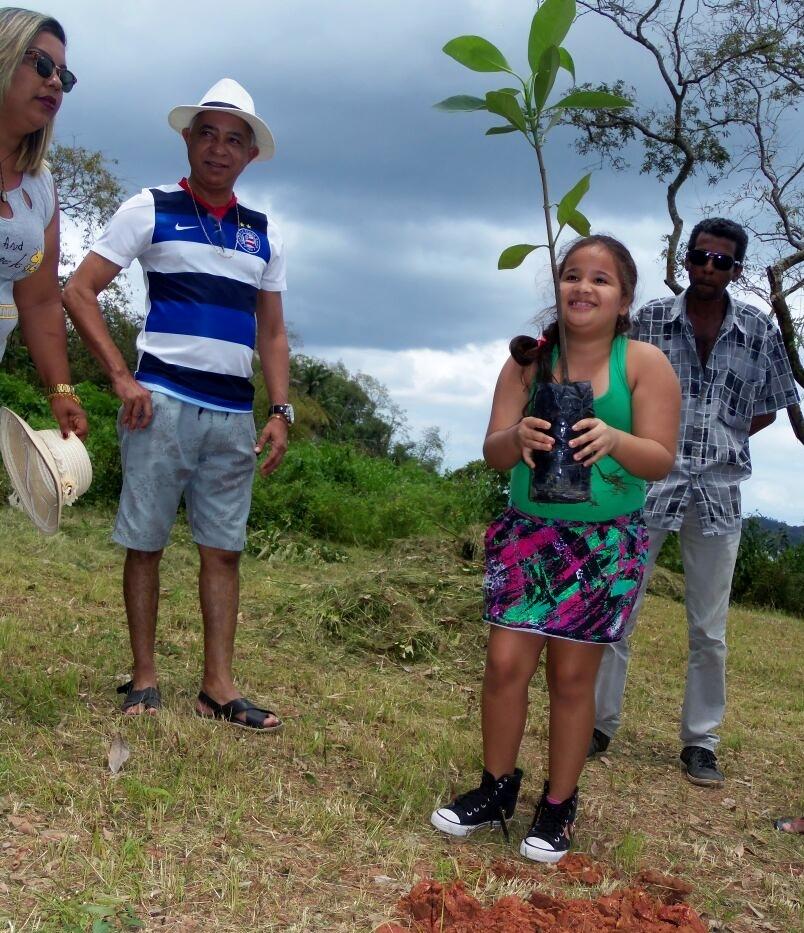 Candeias: Projeto estimula consciência ambiental através do plantio de árvores oriundas da Via Metropolitana Camaçari-Lauro de Freitas