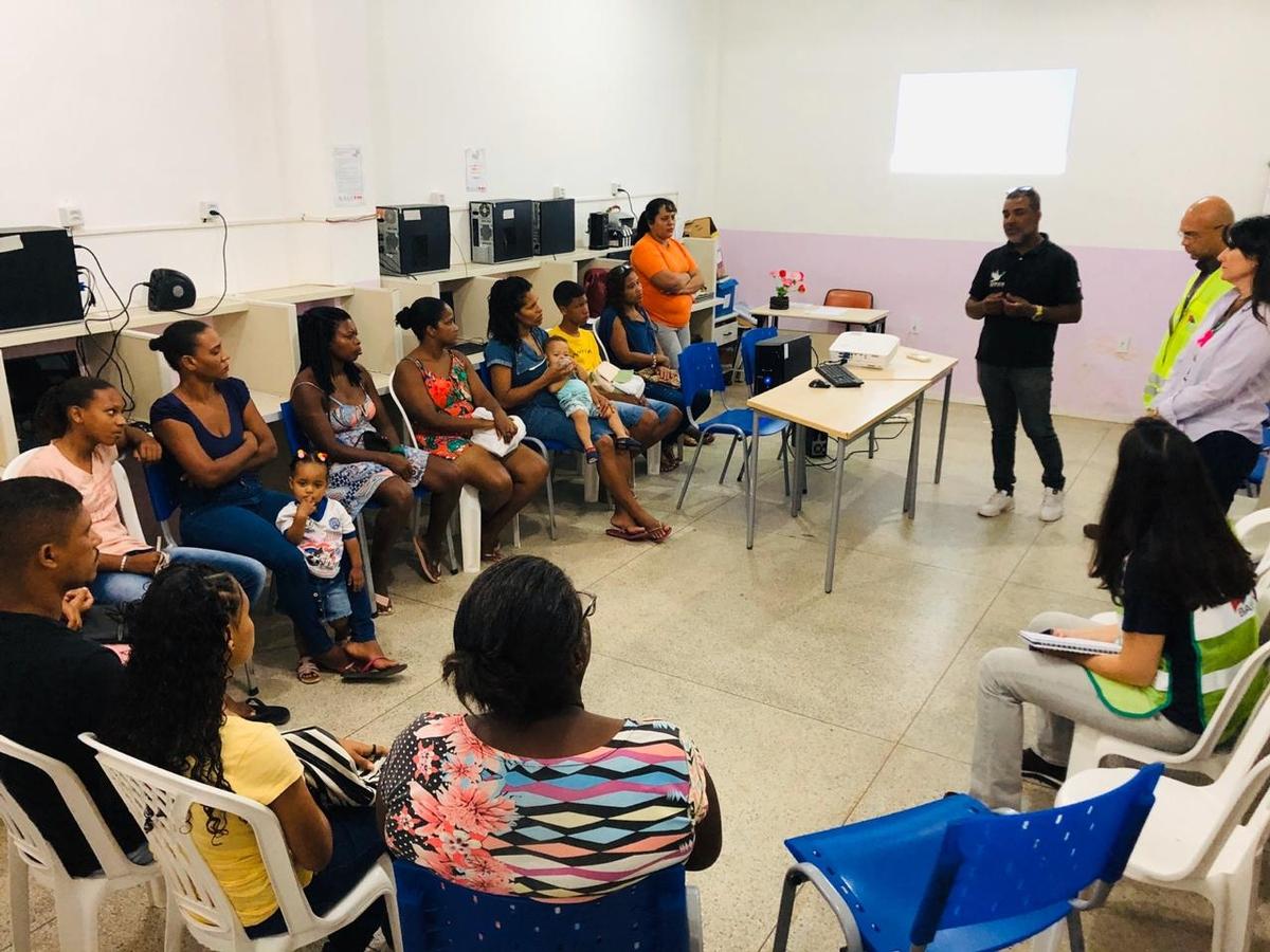 Comunidade de Nova Esperança recebe capacitação digital